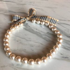Jewelry - Pearl necklace with plaid tie closure
